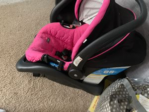 Pink car seat for Sale in Harrisburg, PA