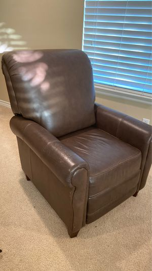 Reclining leather chair for Sale in Murrieta, CA