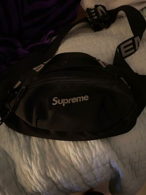 Supreme black Fanny pack for Sale in Miami, FL