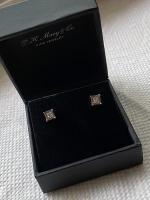 1/2 carat white diamond stud earrings for Sale in Chicago, IL