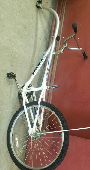 Like new condition Trek third wheel attachment bicycle for Sale in Chicago, IL
