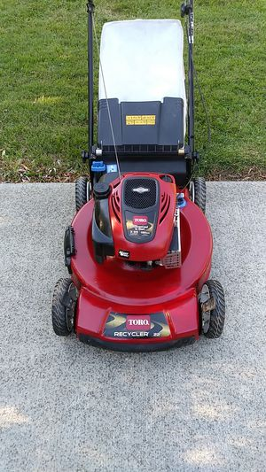 Toro 190cc self propelled lawn mower with a bag and personal pace for Sale in Southfield, MI