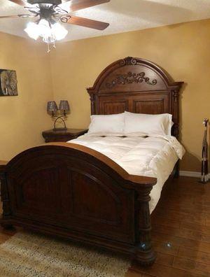 Dark Solid Wood Queen Bedroom Set for Sale in Deltona, FL