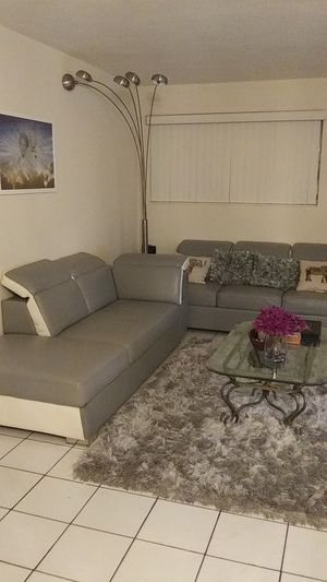 Two piece contemporary couch and Love seat set. for Sale in Miramar, FL