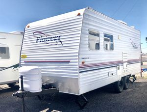 2003 Pioneer 18ft Trailer Camper Lite Sleeps 7 for Sale in Mesa, AZ