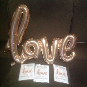 Love balloons rose gold for Sale in Memphis, TN