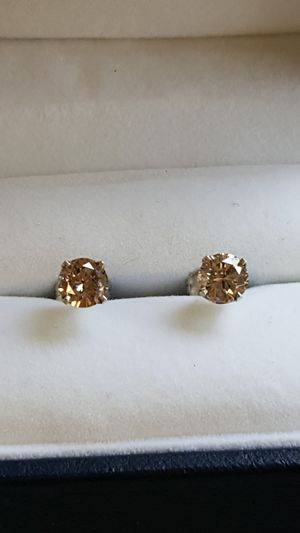 Diamonds studs 1carat tw earrings for Sale in Cleveland, OH