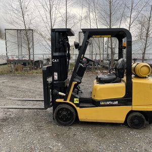 CAT SOLID TIRE FORKLIFT for Sale in Puyallup, WA