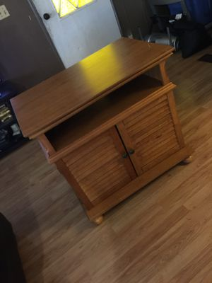 Solid wood tv stand. Excellent condition for Sale in Phoenix, AZ