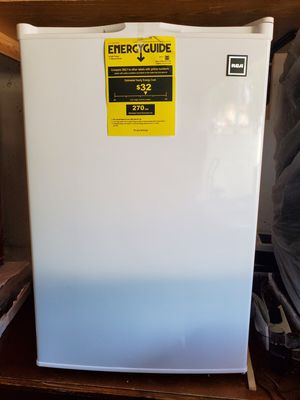 Uprigth FREEZER RCA 3.0 Cu ft for Sale in Glendale Heights, IL