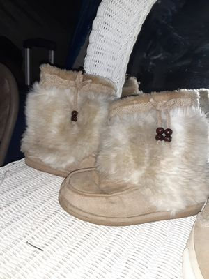Girls size 5 boots for Sale in Norcross, GA