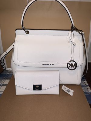 Michael kors optic white purse 👜 and wallet for Sale in Santa Ana, CA