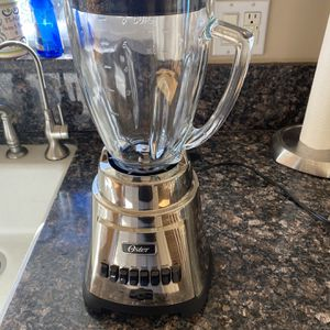 Oster Blender - Like New for Sale in Placentia, CA