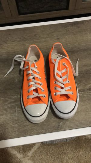 Bright orange converse Women 7 Men's 5 great condition for Sale in Bedford, OH