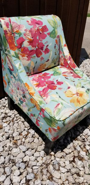 Beautiful Floral Accent Chair for Sale in Frisco, TX