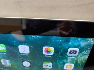 Apple iPad 4 with small crack for Sale in Chicago, IL