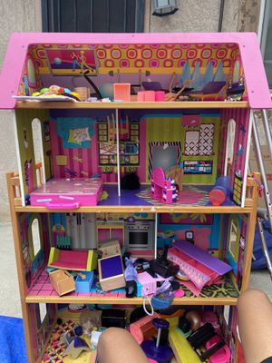 Doll House and LoL dolls w/accessories for Sale in Lemon Grove, CA