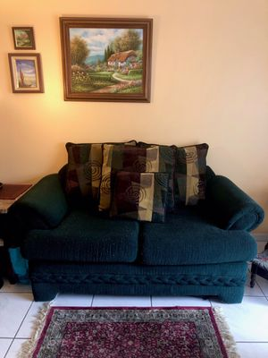 Dark green love seat with printed pillows for Sale in Miami, FL