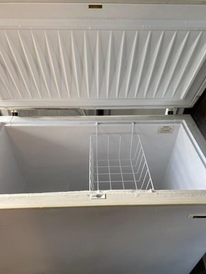 FREEZER WHITE WESTINGHOUSE EXCELLENT CONDITION WORKING PERFECT WITH WARRANTY for Sale in Azalea Park, FL