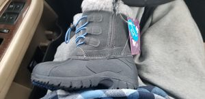 kids size 9 snow boots NEW for Sale in Tacoma, WA