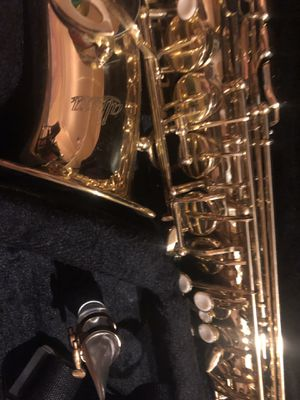 Saxophone alto allora 202 with mouthpiece soper jet Jody jaz 7 800$ for Sale in Alpharetta, GA