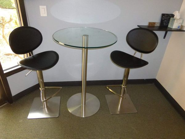 Two bar stool hight chairs