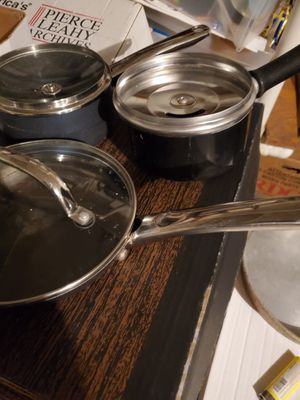 """SET OF 3 COOKING PANS WITH LIDS AND A 8"""" ROUND CAKE PAN for Sale in Alvin, TX"""