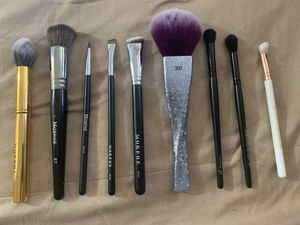 Makeup brushes. Morphe Y11 Deluxe Pointed Contour Brush, Morphe E7 Angled Buffer, Morphe M443 Pointed Liner Brush, Morphe M165 Angle Liner and Brow B for Sale in Peoria, AZ