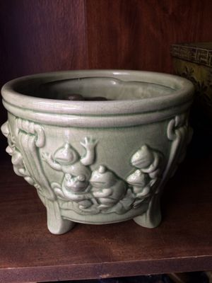 Medium size flower pot with frogs for Sale in West Jordan, UT