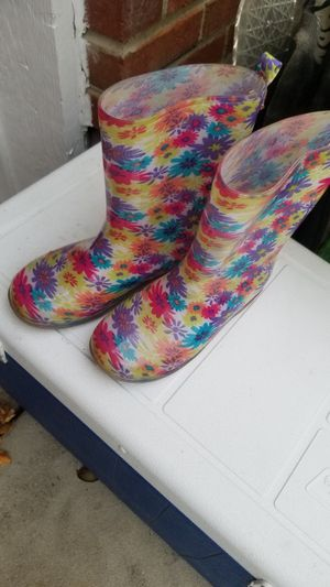 Rain boot size 1/2 worn in house only for Sale in Streamwood, IL