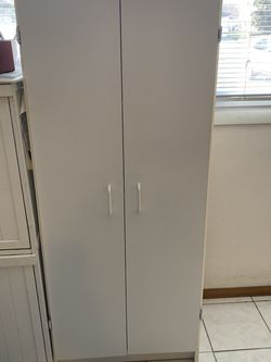 White Pantry Cabinet for Sale in Hoffman Estates,  IL