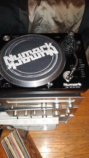 Vintage black piano finished TT100 Numark turntable!! Works great!! Rock your LPS like a pro!! for Sale in Lombard, IL