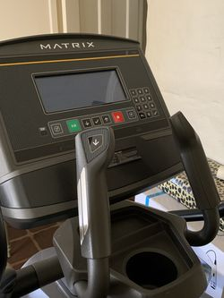 Gym Quality Matrix E50 Elliptical with XR Screen for Sale in Fresno,  CA