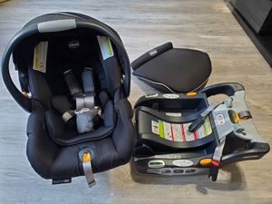 Chicco Key Fit 30 Zip car seat with base and bunting (expiry May 2024) for Sale in Buffalo Grove, IL