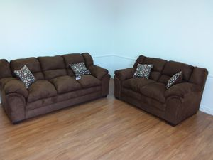 CHOCOLATE SOFA AND LOVESEAT SET WITH ACCENT PILLOWS for Sale in Richardson, TX