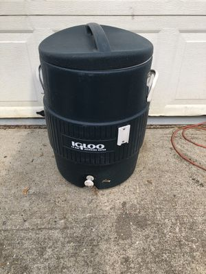 Igloo 10 gallon water cooler for Sale in Smithtown, NY