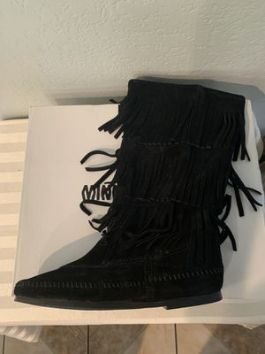 Minnetonka 3 layer fringe boot black women's size 8 for Sale in Moreno Valley, CA