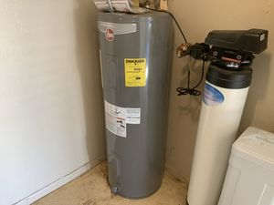 Rheem 50 gallon water heater. 2 years old for Sale in Cave Creek, AZ