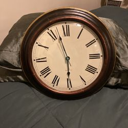 Hanging wall clock for Sale in Chicago,  IL
