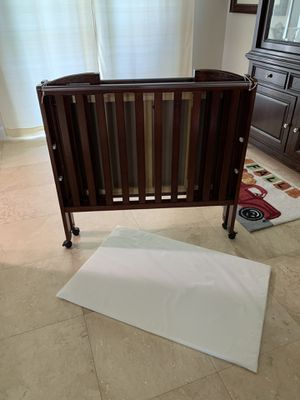 Delta Portable Crib for Sale in Medley, FL