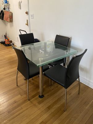 Raymour & Flanigan Glass Dining Table for Sale in Yonkers, NY
