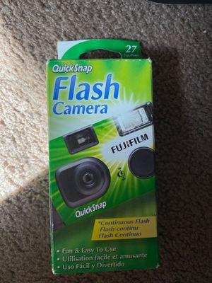 Quick snap flash camera 400 fujicolor speed film for Sale in Sacramento, CA