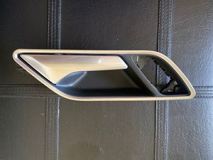 15-16 AUDI A3 QUATTRO RIGHT INTERIOR DOOR HANDLE 8V3837020B for Sale in Turlock, CA