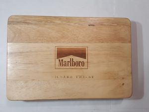 Marlboro Poker Set with Maple Case for Sale in Shelbyville, TN