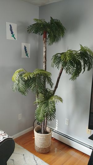 7ft beautiful home decor for Sale in North Providence, RI