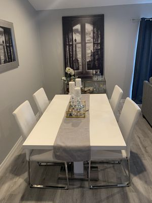 Modern White table set of 5 for Sale in Haines City, FL