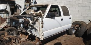 (PARTS ONLY) 2001 crew cab s10 4x4 for Sale in Fresno, CA