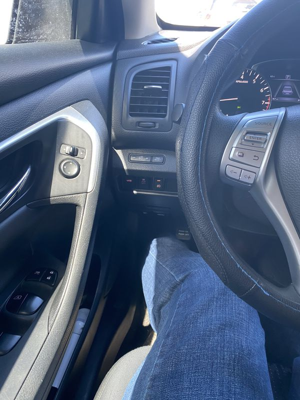 2016 Nissan Altima S low miles