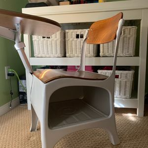 White Old School Desk for Sale in Corona, CA