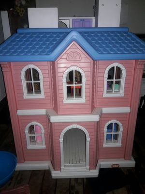 Doll house with furniture and 4 barbies for Sale in Benton City, WA